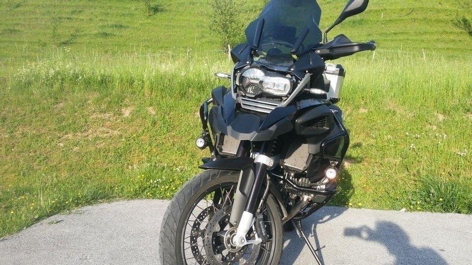 moto BMW 1200 GS vue devant