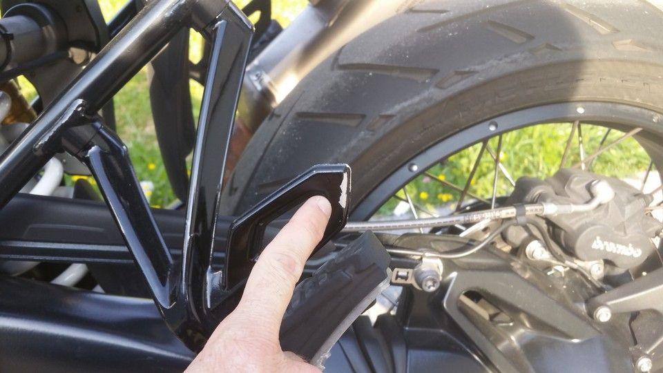 moto BMW 1200 GS cale pieds peinture
