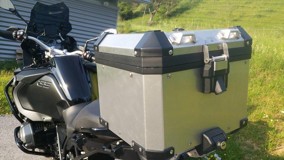 moto BMW 1200 GS top case vue arrière
