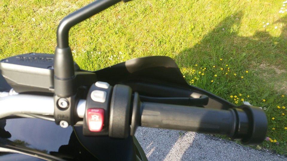 moto BMW 1200 GS poignée droite et commodo