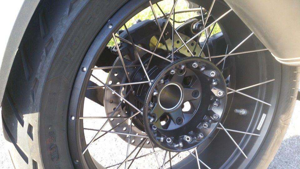 moto BMW 1200 GS roue arrière