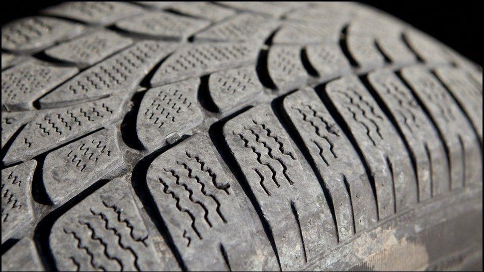 Volkswagen Touareg témoin usure pneu neige avant droit