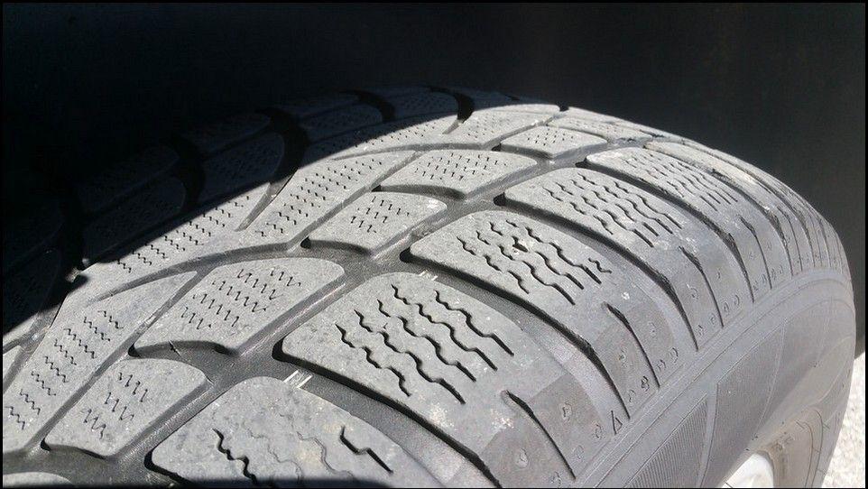 Volkswagen Touareg témoin usure pneu neige avant gauche