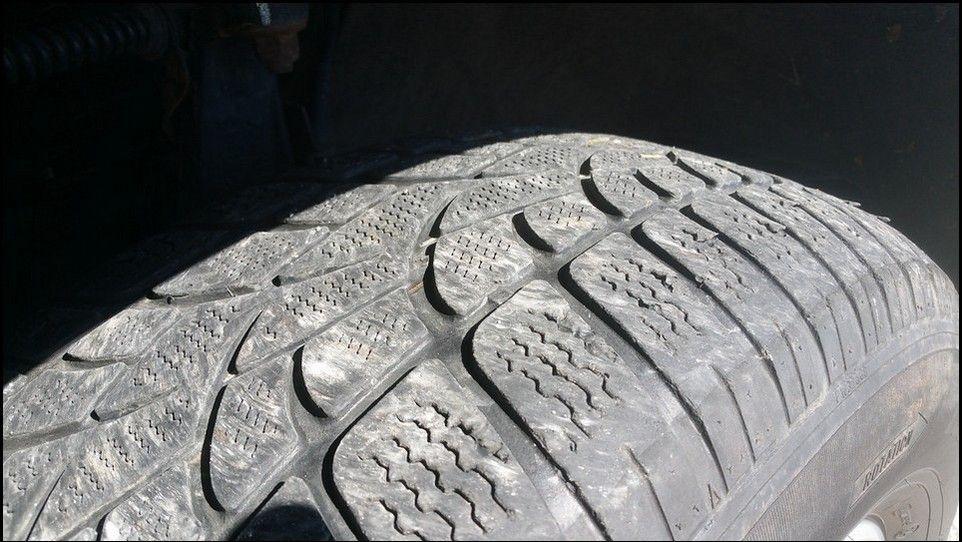 Volkswagen Touareg témoin usure pneu neige arrière droit