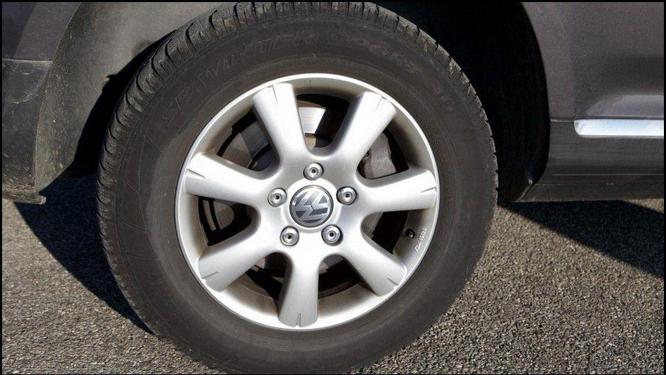 Volkswagen Touareg pneu et jante arrière gauche