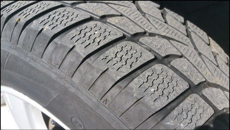 Volkswagen Touareg témoin usure pneu neige arrière gauche