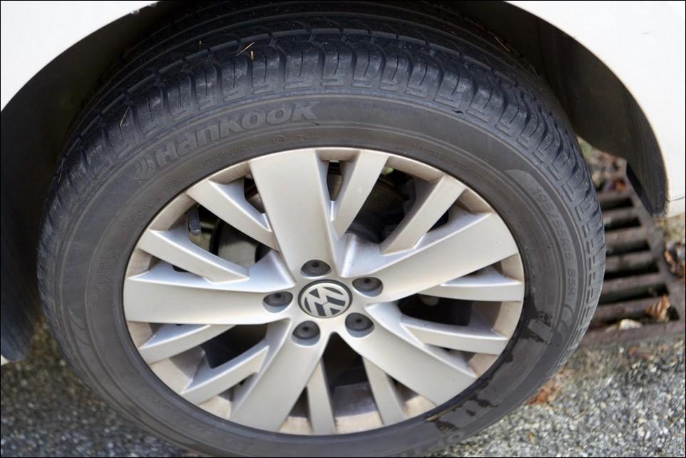 Volkswagen Polo pneu arrière gauche