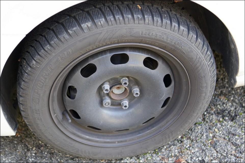 Volkswagen Polo pneu avant gauche