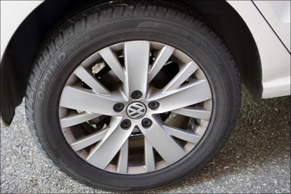 Volkswagen Polo pneu arrière droit