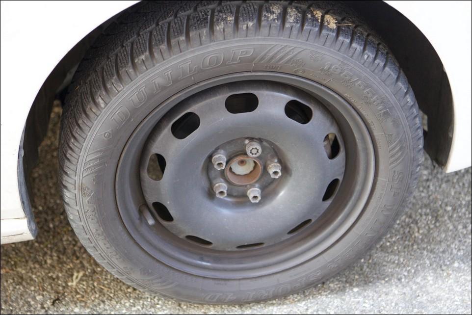 Volkswagen Polo pneu avant droit